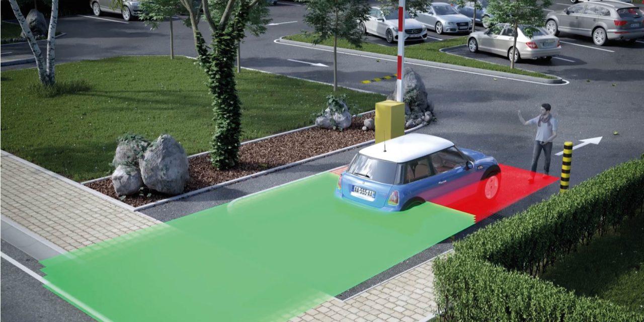 LZR®-H100 protegge i veicoli e le persone presenti nel campo di sicurezza da eventuali contatti con la barra (installazione con punto di riferimento).